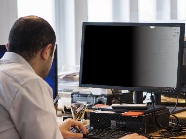办公室电脑安装防偷窥膜